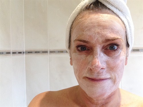 Kerry Diamond Applying Clarins Super Restorative Replenishing Comfort Mask